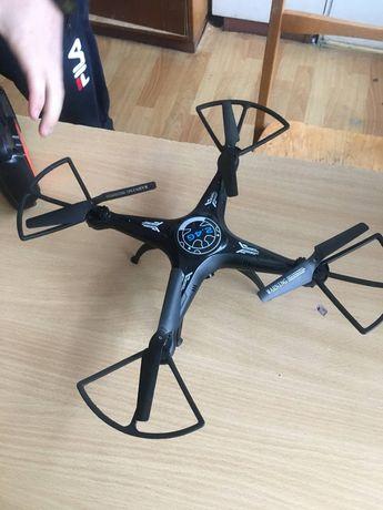 Продам дрон (квадрокоптер)