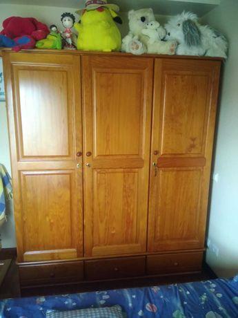 Mobília de quarto de solteiro em pinho