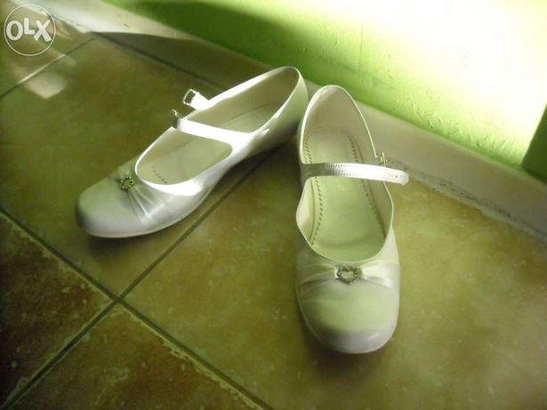 Sprzedam obuwie białe
