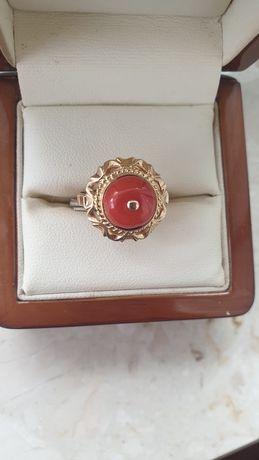 Wyjątkowy pierścionek z koralem p.585