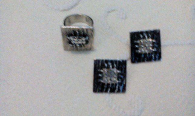 Anel em prata com brincos iguais com contraste