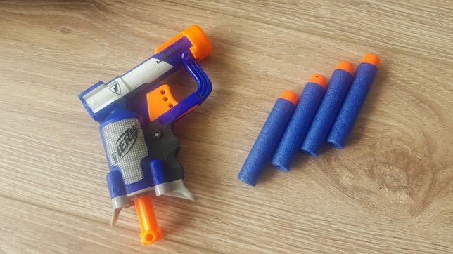 Pistolet NERF plus duży pistolet