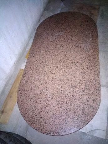 Mesa tampo oval em granito rosa