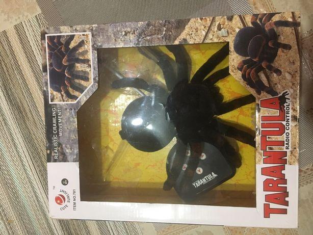 Паук тарантул на радиоуправлении.
