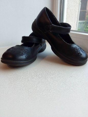 Продам детские туфли на девочку