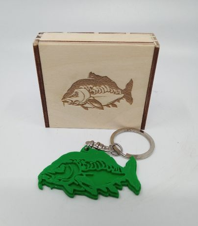 Brelok 3D karp zawieszka, prezent +drewniane pudełko gratis