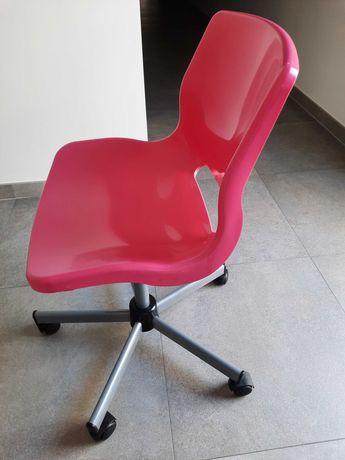 Cadeira de criança para secretária.