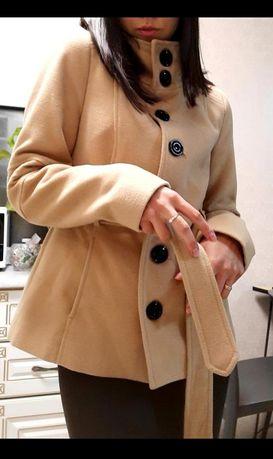 Модноє пальто для дівчини