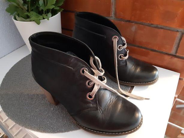 Skórzane buty damskie - botki sznurowane na obcasie5