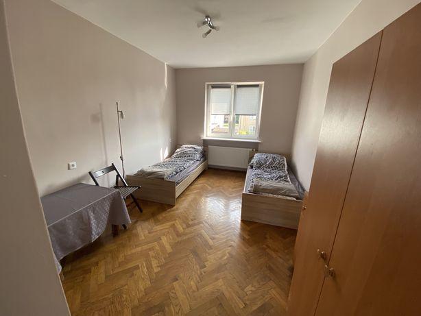 Pokoje , Noclegi , Kwatery pracownicze na wynajem Poznań Świerczewo.