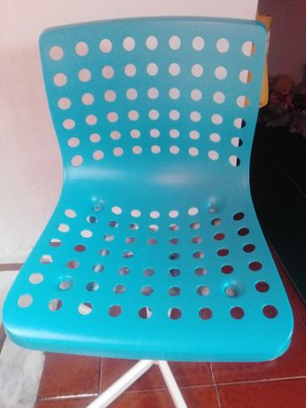 Cadeira giratória azul