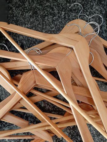 Cabides de madeira