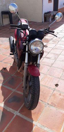 Mota Honda CB 500.