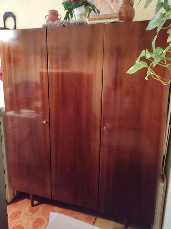Stara lakierowana szafa