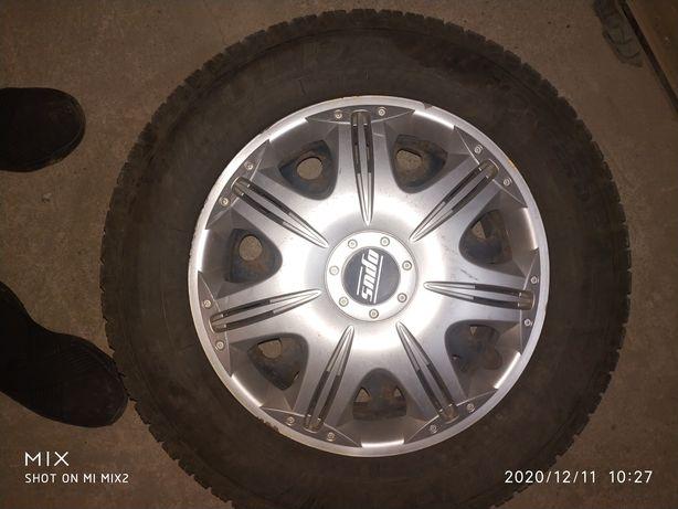 Продам комплект дисков Hyundai с зимними шинами r 15