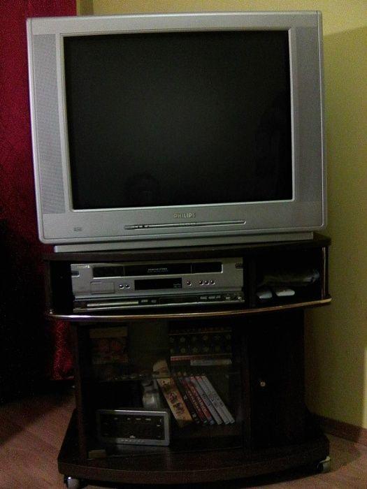 телевізор FHILIPS +2 відео програвачі + тумбочка