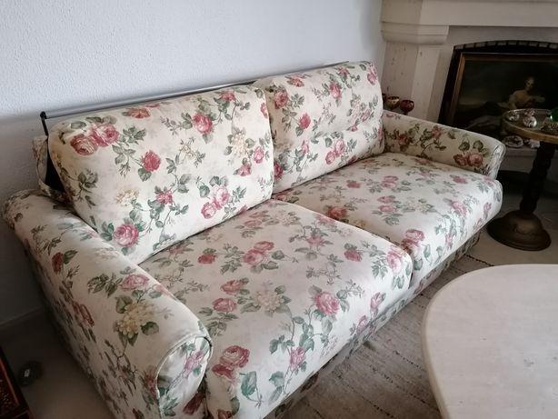 Sofa de 2 lugares converte em cama