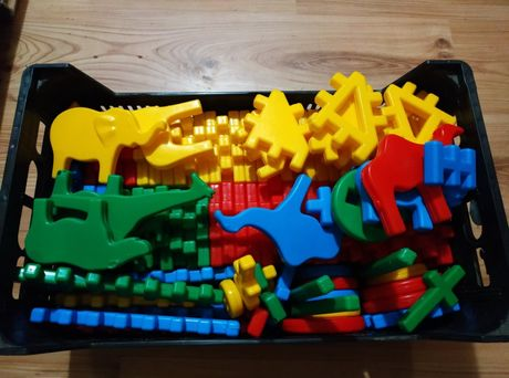 Sprzedam klocki do łączenia plastikowe kolorowe dla dziecka zabawka