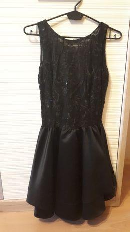 Czarna sukienka 34