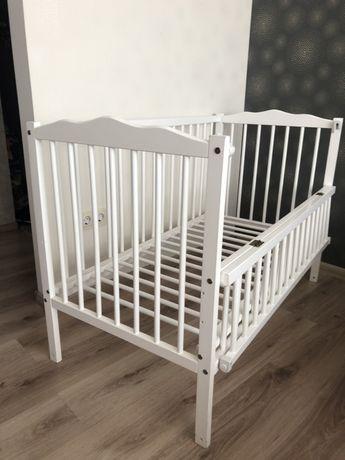 Дитяча кроватка та матрас, простиня водонепроникна