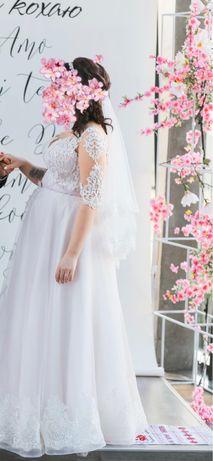 Продам свадебное платье в подарок шуба