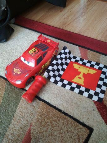 Zygzak McQueen sterowany flagą