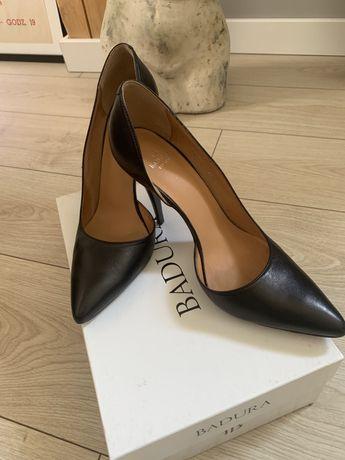 Buty czułenka na obcasie rozm. 40 czarne skóra Badura