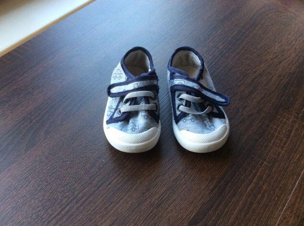 Buty, trampki, sandałki dla chłopca za kinder jajko 20-22