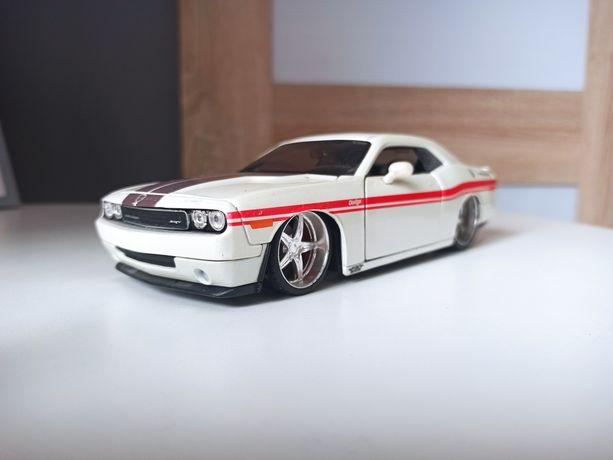 Modele Maisto 1/24 , Challenger, Mustang, Impreza