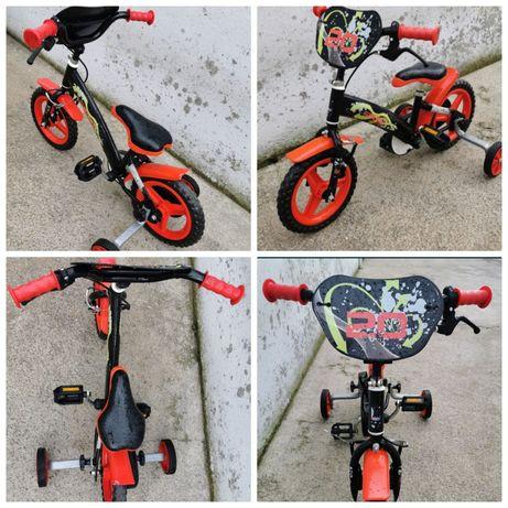 Bicicleta de criança em bom estado, com rodinhas