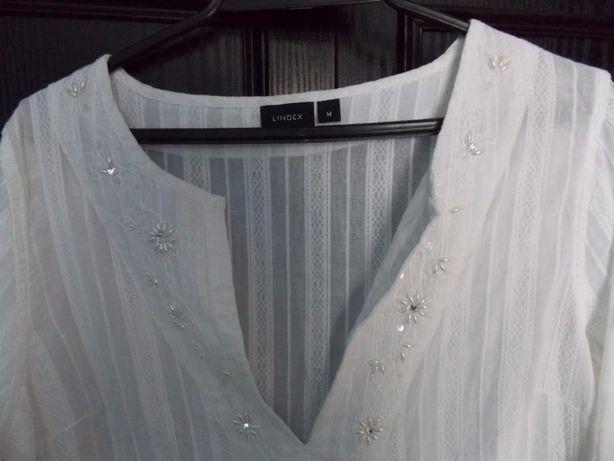 Biała bluzka z ozdobnym dekoltem - r. M