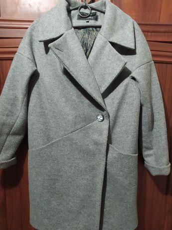 Пальто теплое.44р.300грн.