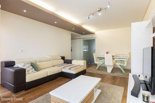 Apartamento T3 à venda em Centro de Arrentela - Cavadas