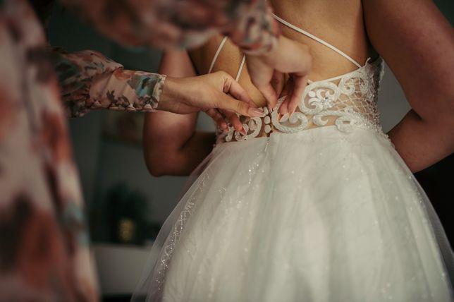 Suknia ślubna welon oraz ozdoba do włosów
