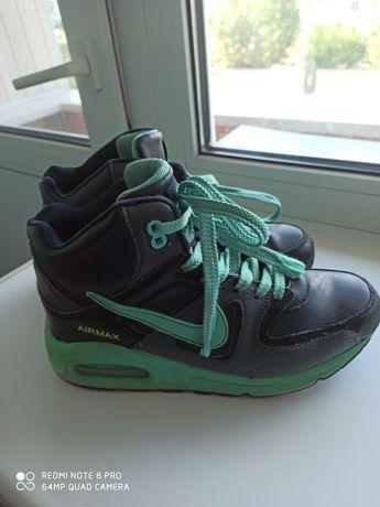 Продам зимние кожаные кроссовки Nike!