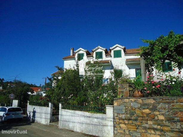 Moradia com logradouro em Roqueiro