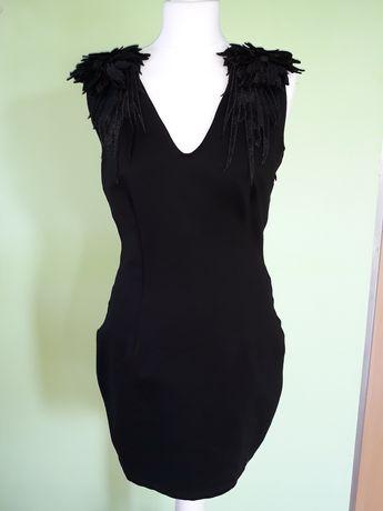 Czarna sukienka z aplikacją Mohito