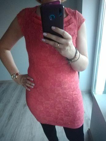 Koronkowa sukienka malinowa