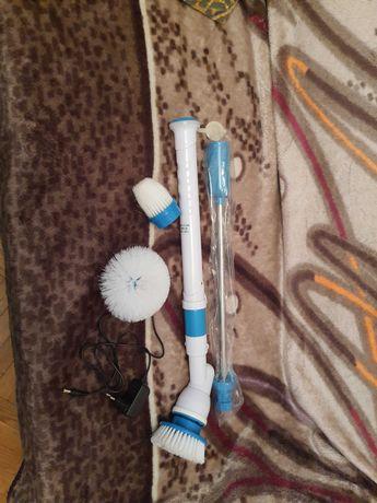 Електрична бездротова щітка з трьома насадками.