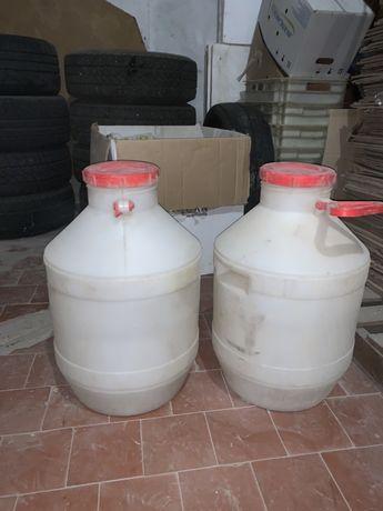 Продам пищевые емкости 60 литров б/у