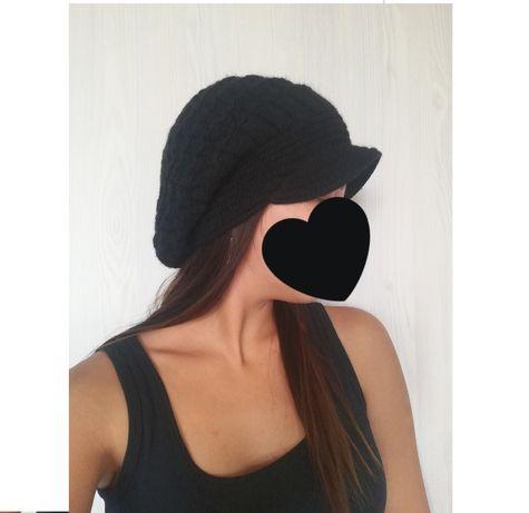 Черная теплая зимняя шапка берет с козырьком 53-57/XXS-M