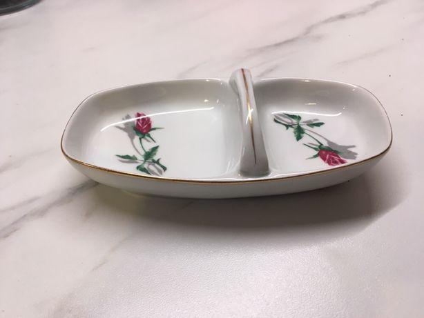 Solniczko-pieprzniczka w róże Chodzież porcelana PRL