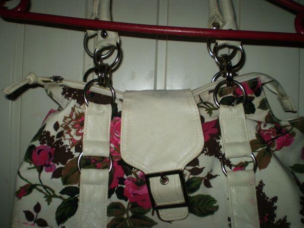 Красива модна сумочка