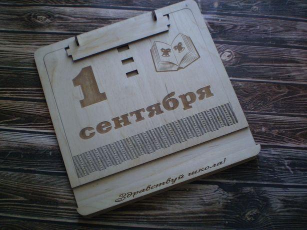 подставка для книг тетрадки для школьника именная деревянная