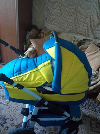 Обновим старую детскую коляску.