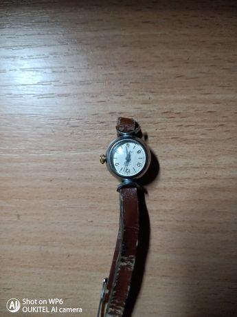 Женские механические часы заря 16 камней СССР