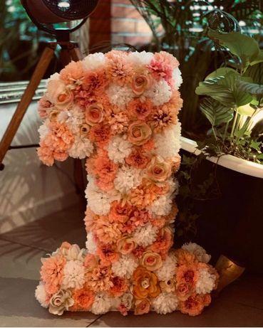 Duża jedynka jedynaczka z kwiatów roczek urodziny