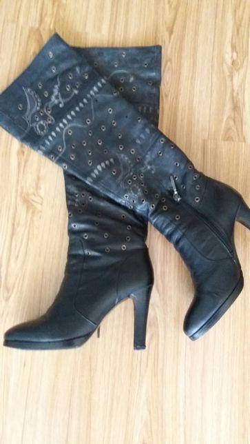 Женские кожаные сапоги 39 размер.