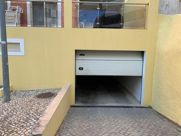 Garagem para arrendar - Lagos