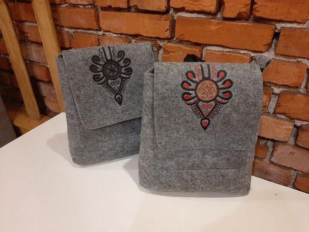 Filcowy plecak, folk z parzenica